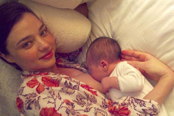 голые кормящие матери фото
