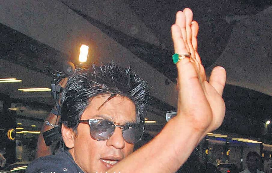 SRK on his way to Dubai