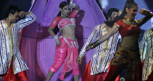Vidya dances for Dirty Picture!