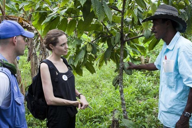 Jolie Visits Ecuador