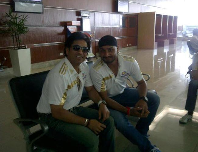 In Pics: Sachin & Co enroute to Chennai!