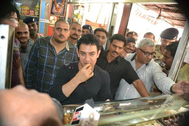 Aamir Khan continued his food safari in Patna by indulging in some delicious Motichoor-Ladoos.