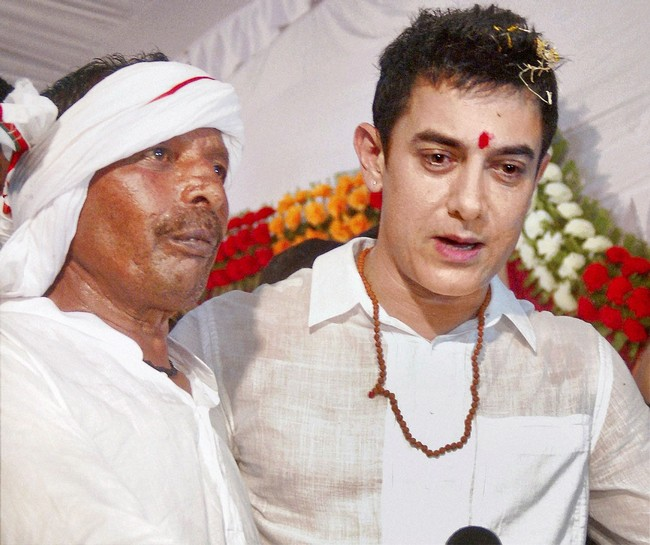 Aamir Khan fulfilled an old promise and attended auto-driver Ram Lakhan's sons's wedding in Varanasi.