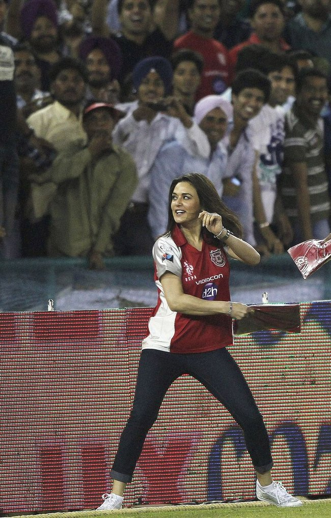 Preity Zinta distributes t-shirts during IPL 5