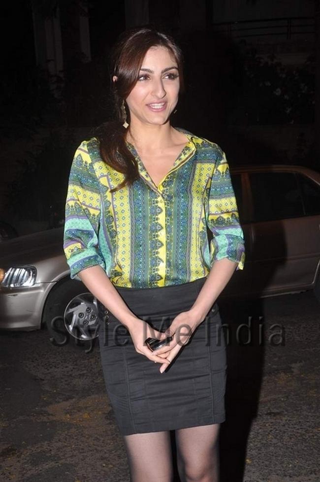 Soha Ali Khan is short black skirt.Courtsey: StyleMeIndia