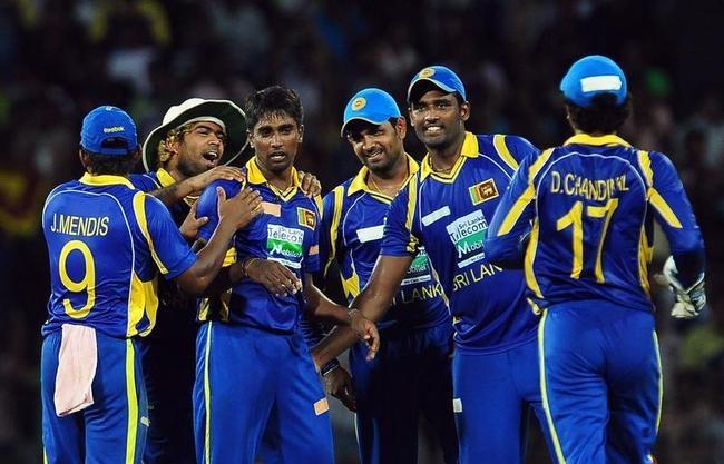 Sri Lankan cricketer Nuwan Pradeep (3L)