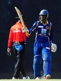 Sri Lankan cricketer Upul Tharanga (R)