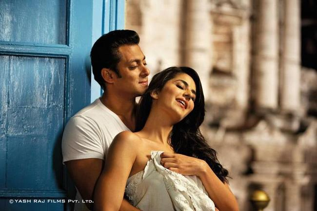 Like a true tent-pole movie, Ek Tha Tiger has shattered all opening records (Rs 32.92 crores on day-one, as per official sources). And the good news is that while it doesn't exactly roar, it does not bore either. As is the problem with many big-ticket flicks, both in Bollywood as well as Hollywood, Ek Tha Tiger too is let down by lazy writing and relies too much on its lead pair's charisma. But at the same time, there is enough dum in the action, to keep you glued through most of its 140-minutes-running time. Here is our take on what's hot and what's not about this Tiger.