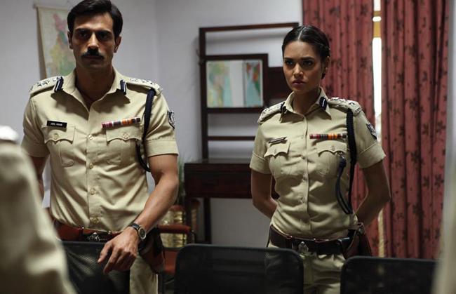 Arjun Rampal and Esha Gupta