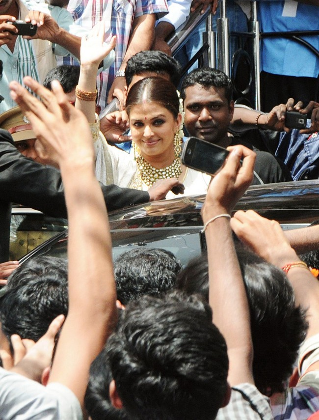 Over the weekend Ash made her first full-fledged public appearance in many months in Kochi.
