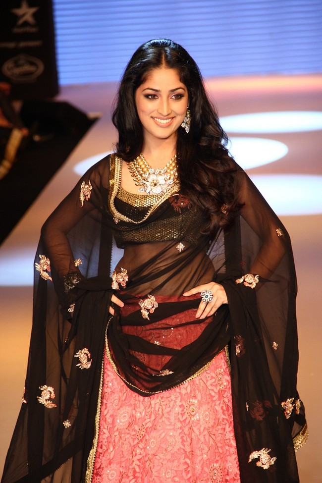 Yami Gautam walks for Zayna collection by D Navinchandra in association with Kripalani and Sons.