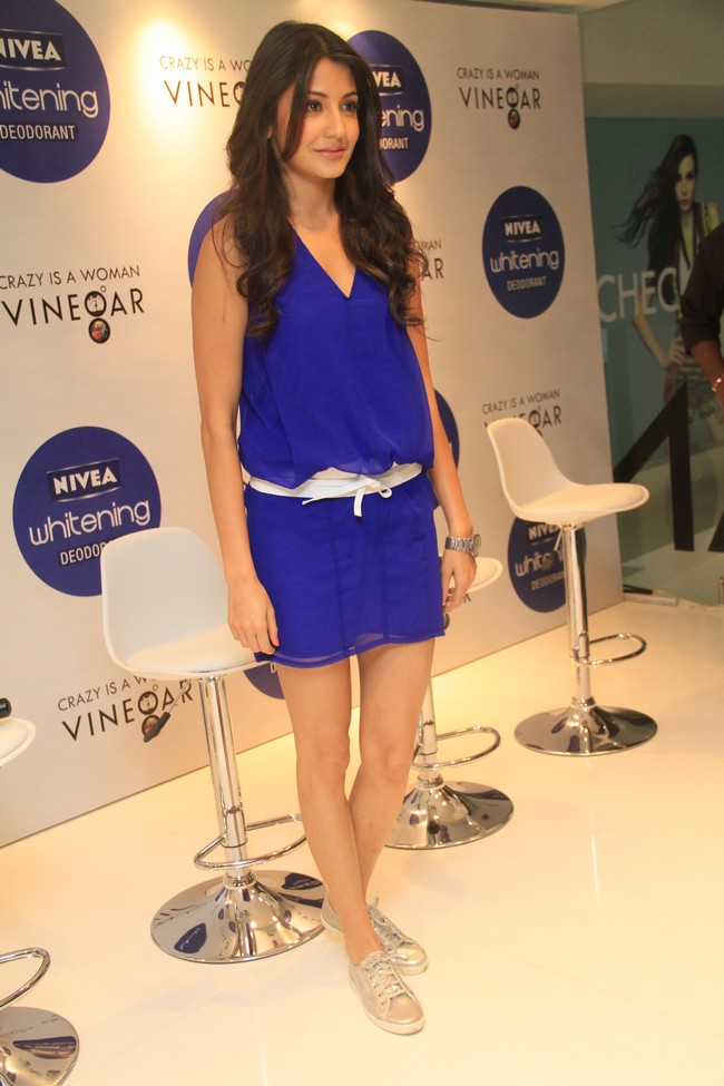 Anushka Sharma met fans as part of a contest where girls were asked to post their photographs in sleeveless outfitsCourtesy:Nivea