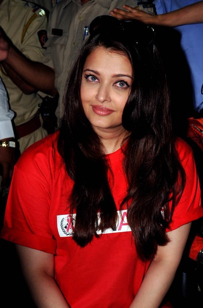 Aishwarya Promotes UNAIDS on World Aids Day