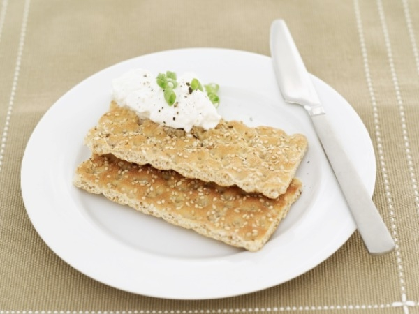Almond and poppy crackers with cottage cheese and honey
