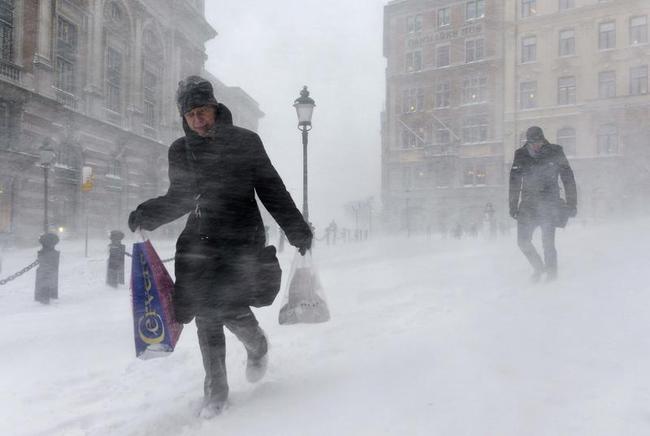 Snow storm strikes Sweden