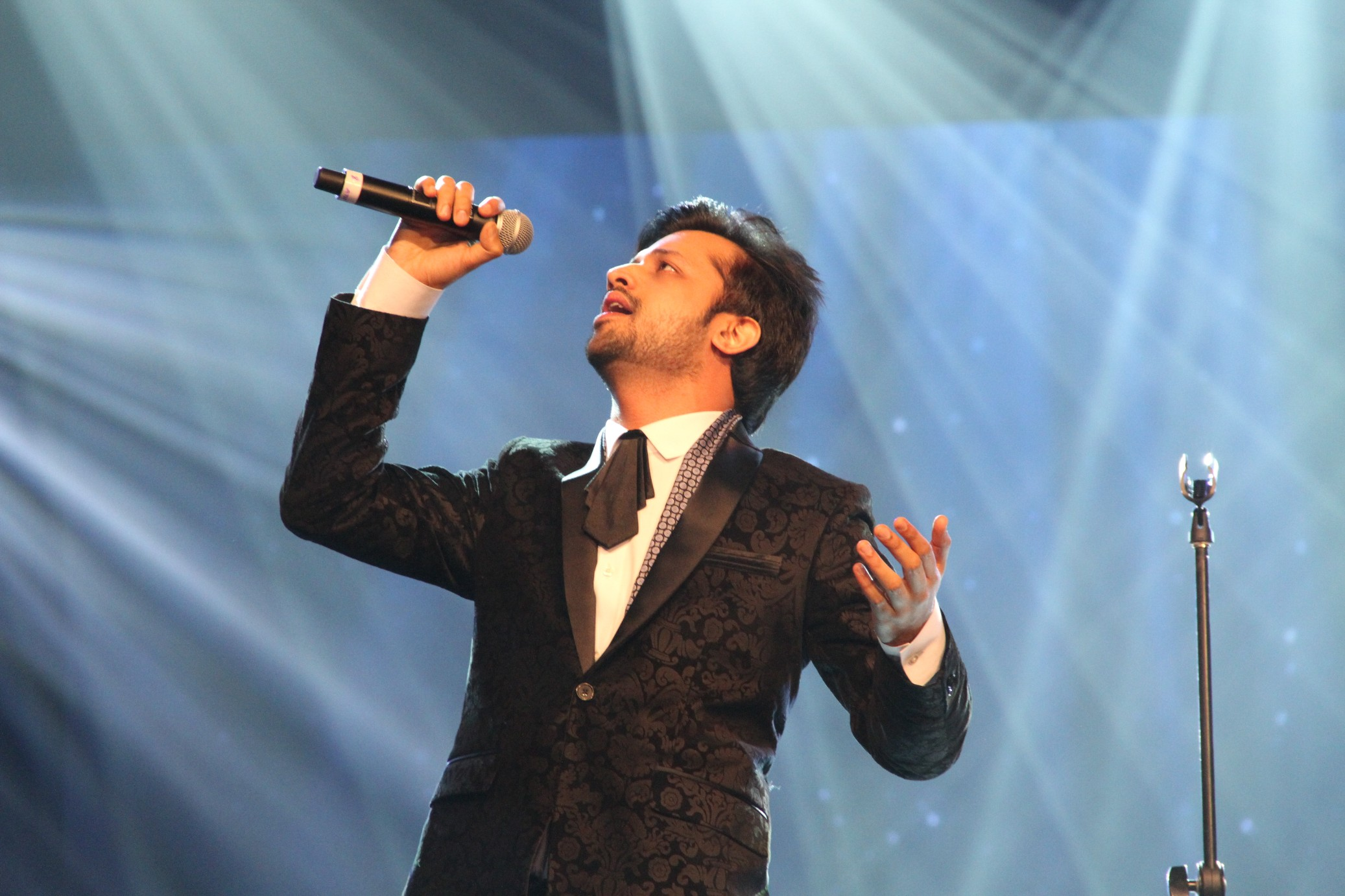 Himesh Reshammiya and Atif Aslam are the mentors for the finalists.