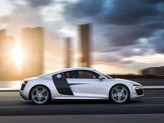 The 2013 R8 is offered in two solid colours and four metallic shades. The side blades on the coupe come in eight colours. While the convertible top of the R8 Spyder is offered in three colours.