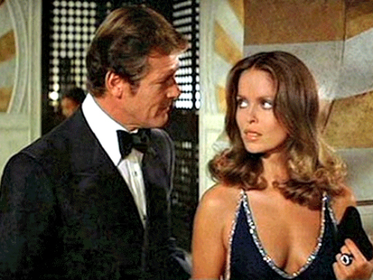 Barbara Bach:Every Bond fanboy knows the goddess that is Barbara Bach. A model, she reached international fame after featuring in 'The Spy Who Loved Me' and the world went head over heels for this one. Yet, there was one particular person who caught her eye, and that was none other than The Beatles' Ringo Starr! They met on the set of Caveman and sparks flew. Both got hitched soon after.