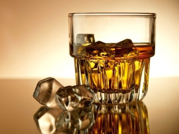 Healthy Drinks for Your New Year's Party: Whiskey (25ml)Calorie count: 55 caloriesIngredients: It is a widely favoured drink, you will not have difficulty getting Whiskey.