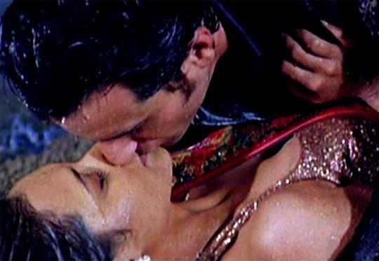 Saif and Rani in Hum Tum