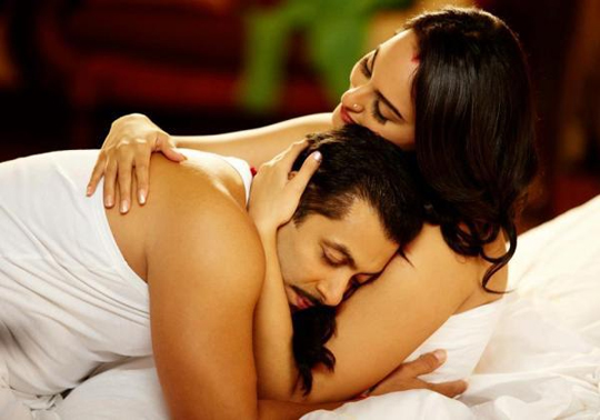 Salman and Sonakshi in Dabangg 2