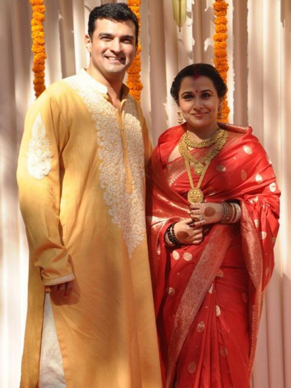 Vidya Balan: Talented Bollywood actress got married UTV CEO Siddharth Roy Kapur in a quiet ceremony in Mumbai today. Vidya was dressed like a tradional Tamil bride in a nine-yard red Kanjivaram sari along with traditional South Indian jewellery.