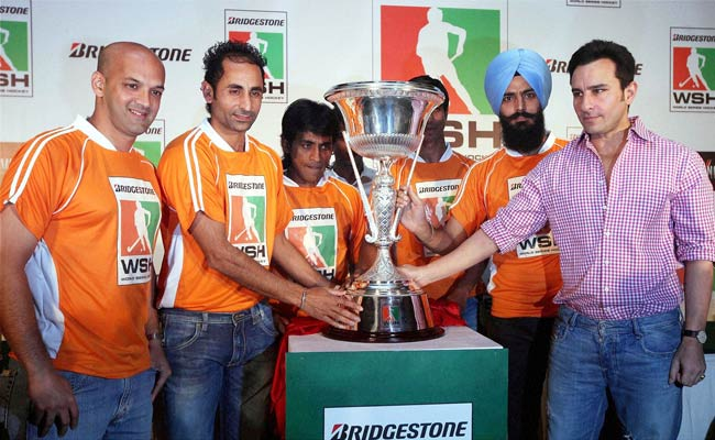Bollywood star Saif Ali Khan with hockey stars Viren Reqinah, Prabhjot Singh, Arjun Halappa and Rajpal Singh unveils the World Series Hockey trophy in Mumbai.