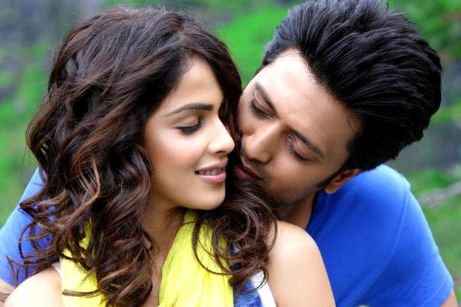 What took you so long to sign another film together? Riteish: After Masti, we did get films together but they were of the  multi-hero genre. We didn't want to dilute our work, so we refused. I  actually said yes to Tere Naal... even before I heard who my  co-star would be. I didn't even tell Genelia that I had signed the film,  as I didn't want her to base her judgement on that. We said yes to Tere  Naal... primarily because it is a sweet story of a boy and girl and  the dynamics between them. Genelia: After doing Tujhe  Meri Kasam and Masti, we wanted something really special to  work on together. When Tere Naal... came our way, we felt this  was a lovely story and a beautiful space for us to be seen in together.  When I read the script, I immediately fell in love with the story and  the characters of Viren and Mini.