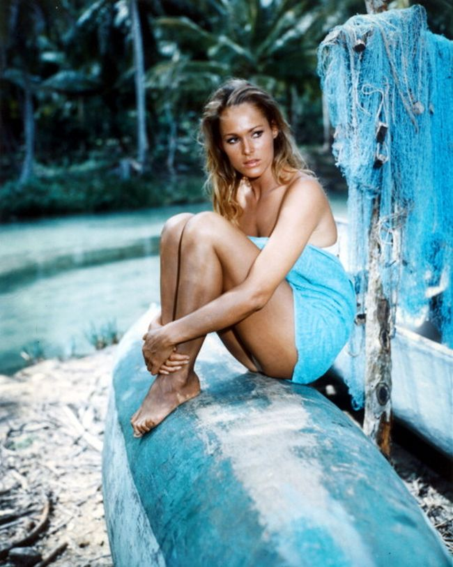 Honey Ryder ( Ursula Andress) - Dr No