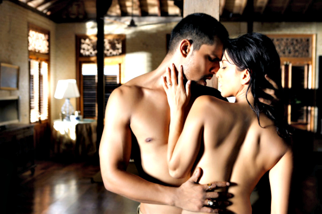 Pooja Bhatt's production house tweeted the latest still from Jism 2, featuring Randeep Hooda and Sunny Leone.