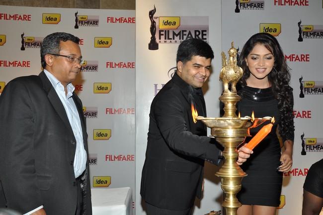 Amla Paul,Mr. Jitesh Pillai (Editor-Filmfare Magazine) and Mr. Sashi Shankar (Chief Marketing Officer Idea Cellular) light the lamp to announce the 59th Idea Filmfare Awards South.