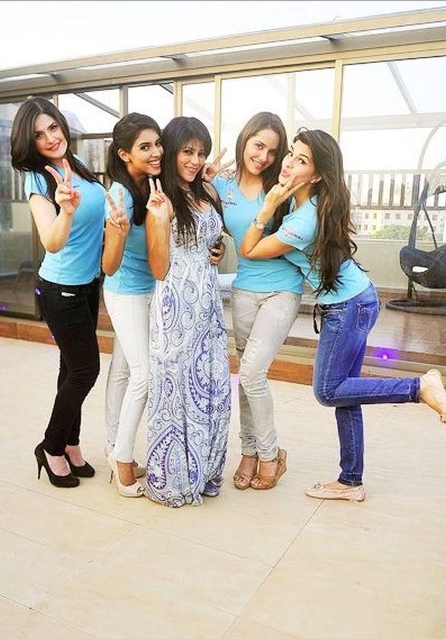 Zarine Khan, Asin, Wardha Nadiadwala, Shazahn Padamsee and Jacqueline Fernandez during Wardha's high-tea party.
