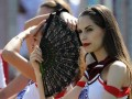 Cheerleaders raise IPL temperature