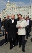Russian President Dmitry Medvedev (R) speaks with the president-elect and Prime Minister Vladimir Putin (L)