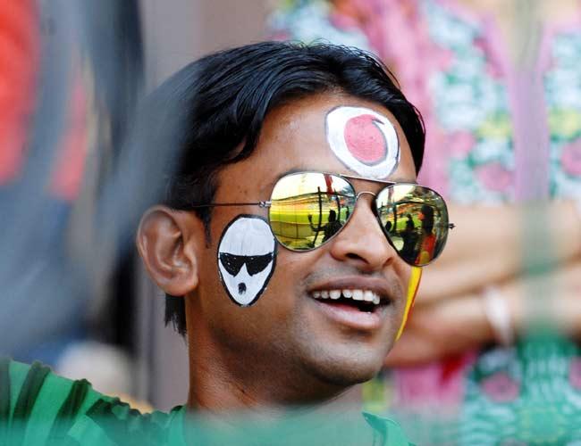 Colourful IPL fans
