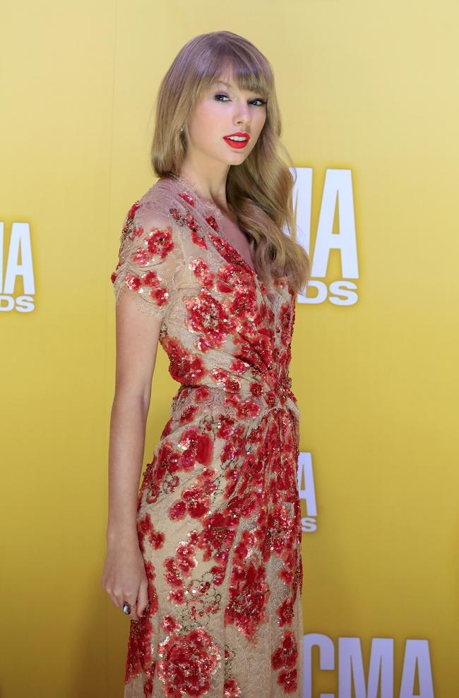Singer Taylor Swift arrives at the 46th Country Music Association Awards in Nashville