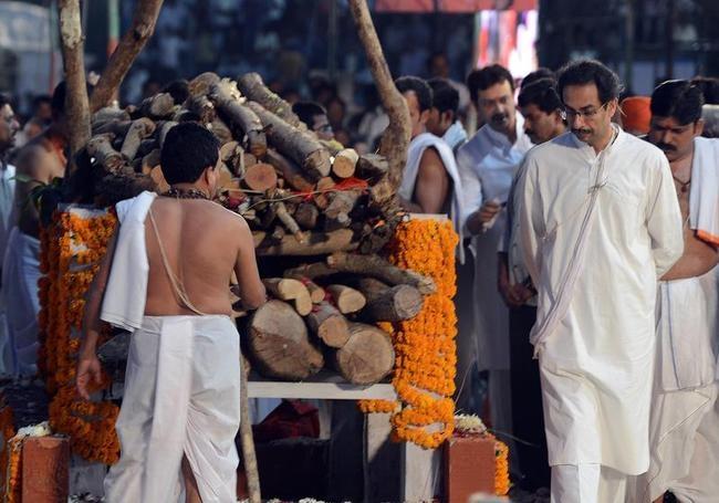 Uddhav performs the last rites