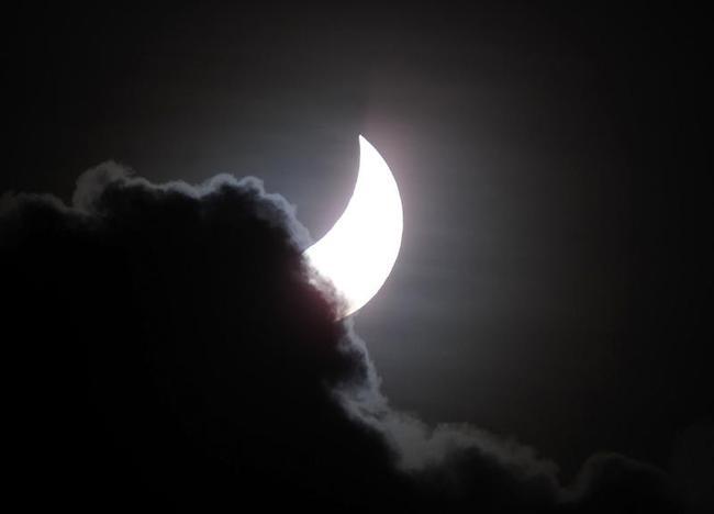 Solar Eclipse Draws Crowds To North Queensland Vantage Points