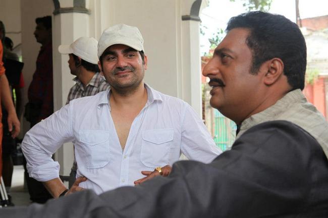 Arbaaz Khan briefs Prakash Raj