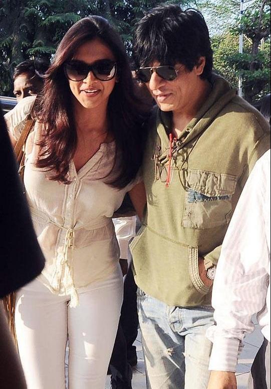 Shah Rukh Khan-Deepika PadukoneSource: Twitter