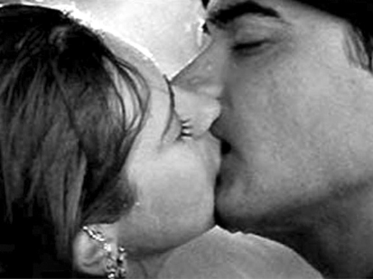 Karishma Kapoor and Aamir Khan in Raja Hindustani: This was during the heydeys when the hero-heroine used to hide behind trees where  oochie-cooing was done, or the directors just substituted that with two roses embracing each other. All this changed when Aamir Khan tried this stunt with Karishma Kapoor. The whole concept of doing something so voyeuristic on the silver screen definitely translated across to the viewers, but in all the wrong ways! The awkwardness, the magnitude, the first-timer feeling, everything was portrayed to make this moment a big flat flop!