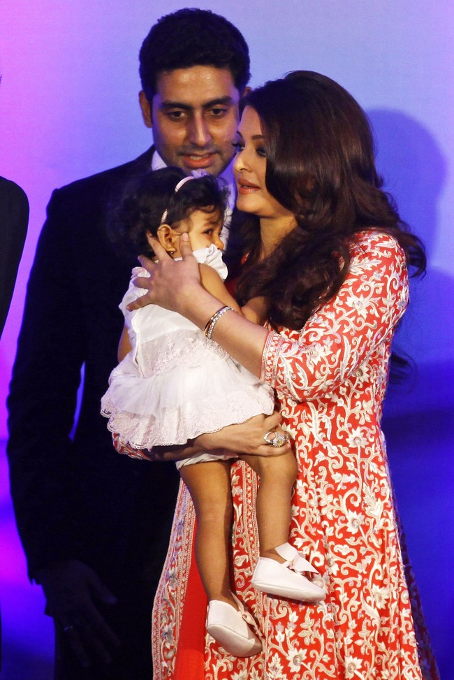 Beti B Aaradhya was also there to watch her Mom receive the award
