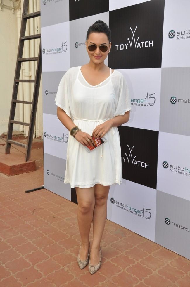 Sonakshi looks stunning in white