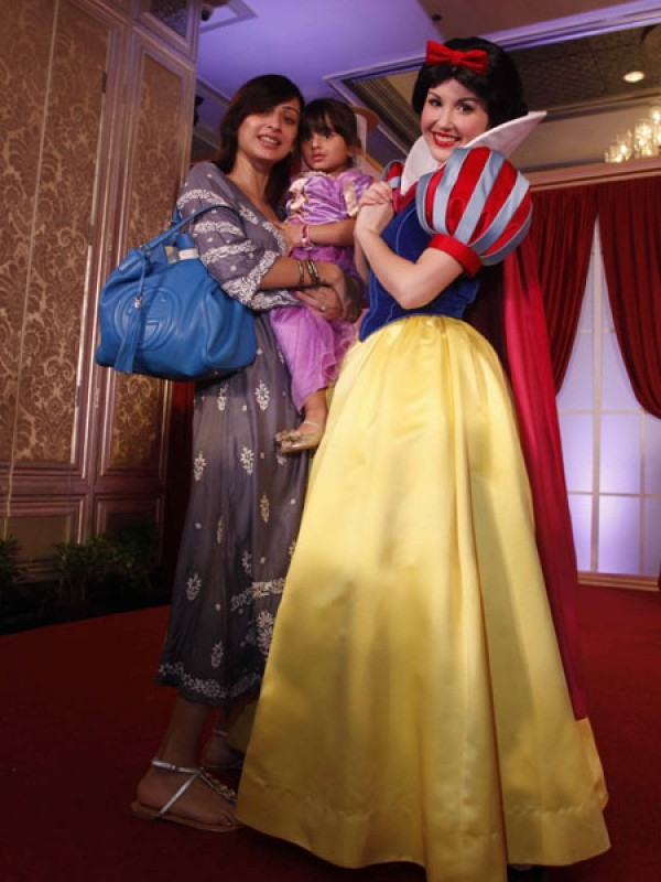 TV actress Gauri Pradhan's little one was dressed as Rapunzel and posed with Disney Princess Snow White.
