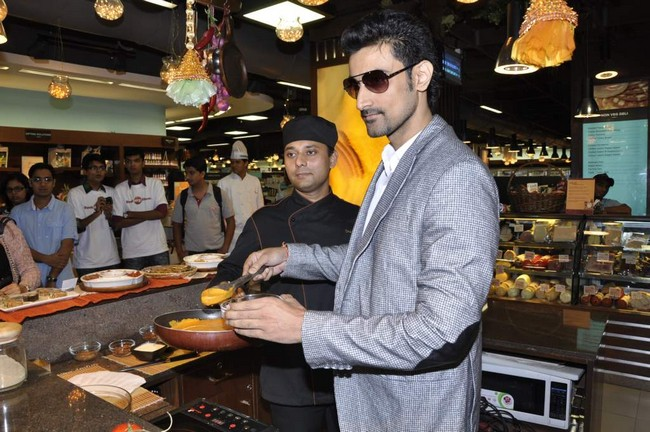 Kunal Kapoor also took part in a cooking session with fans