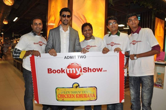 Kunal Kapoor spent a day with fans for a contest hosted by a ticketing portal