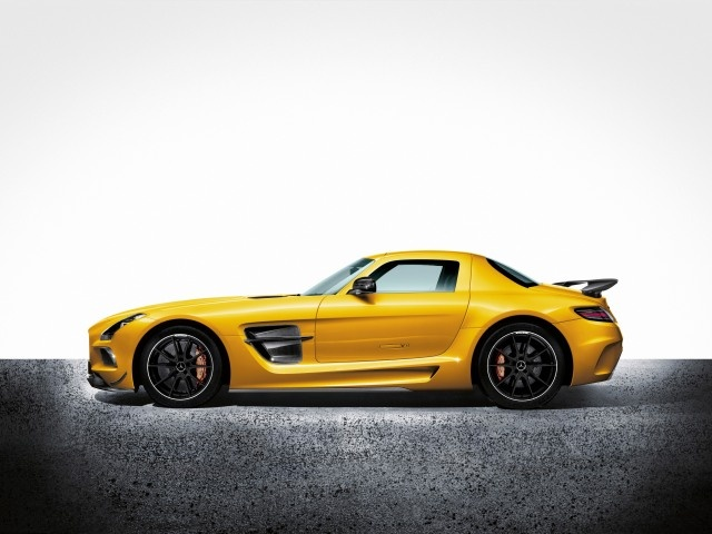 With kerb weight of 1550 kgs, the SLS AMG Black Series achieves a power-to-weight ratio of 2.416 kg/PS.