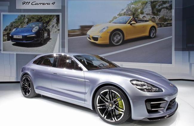 Sports car: Porsche 911