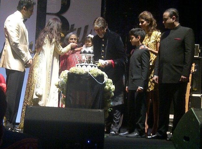 Abhishek, Aishwarya, Jaya, Aradhya, Amitabh and Shweta Nanda