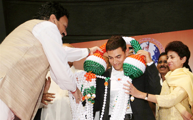 Aamir Khan was honoured for creating awareness against social discrimination through his reality show, Satyamev Jayate, in New Delhi, on 18th October.